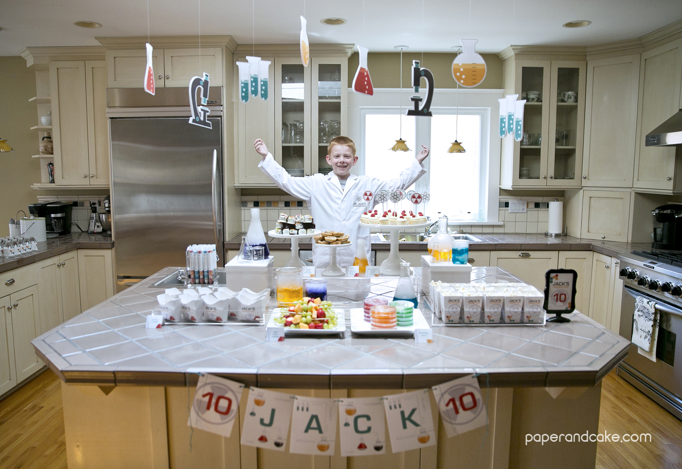 New Classroom Decor ~ Science printable birthday party paper and cake